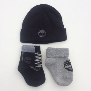 Timberland infant beanie + socks set